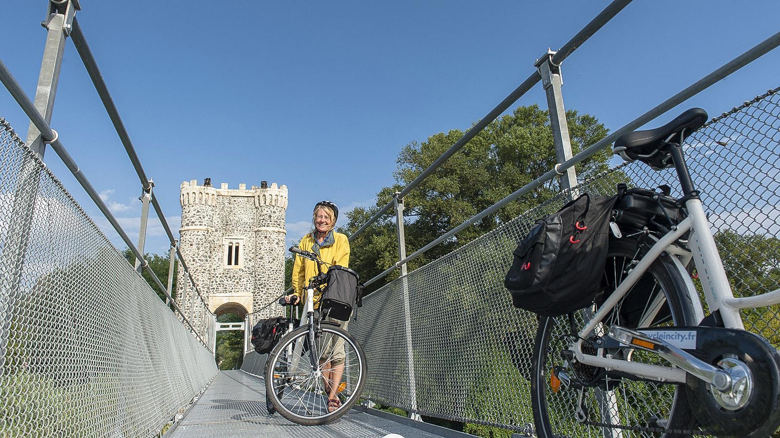 Die Hängebrücke von Rochemaure ist heute Fußgängern und Radfahrern vorbehalten. Foto: Hilke Maunder