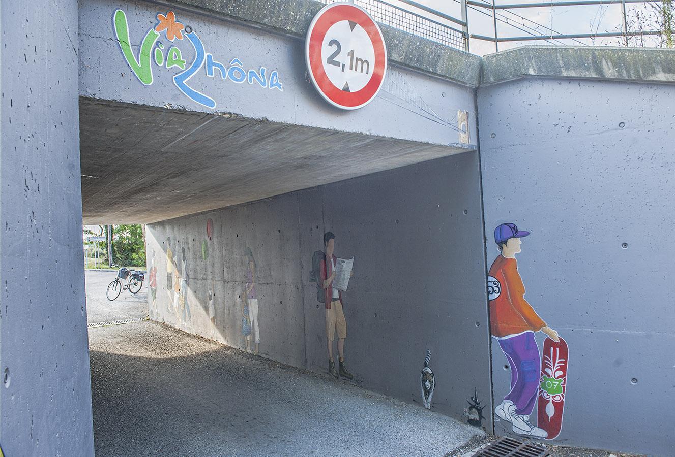 Street Art schmückt den ViaRhôna-Tunnel bei Rochemaure. Foto: Hilke Maunder