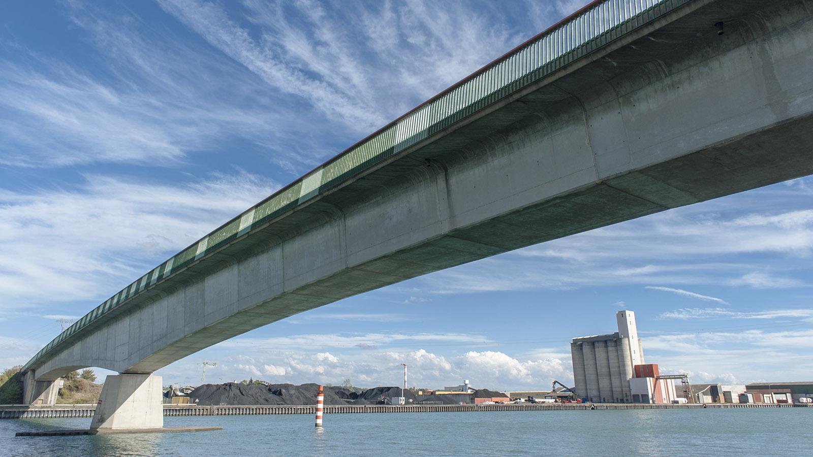 Die Rhônebrücke bei Saint-Pierre de Boeuf. Foto: Hilke Maunder