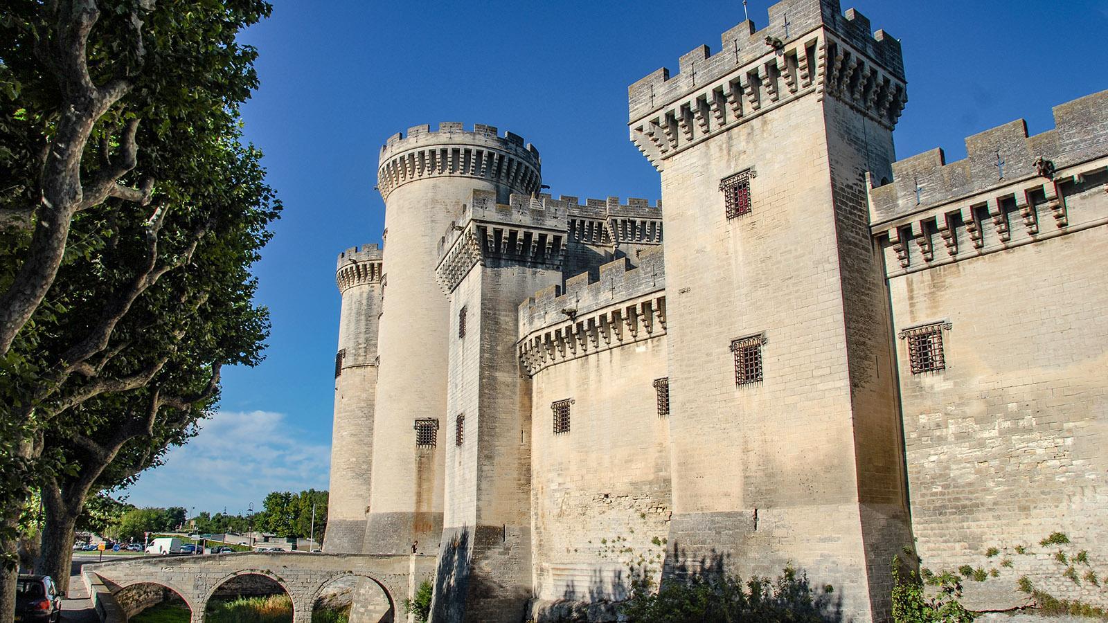 Wuchtig und wehrhaft_ das Château de Tarascon. Foto: Hilke Maunder
