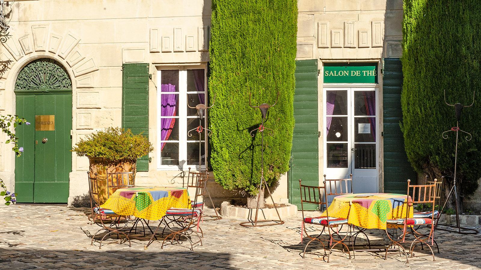 Tarascon: Innenhofcafe von Souleiado. Foto: Hilke Maunder
