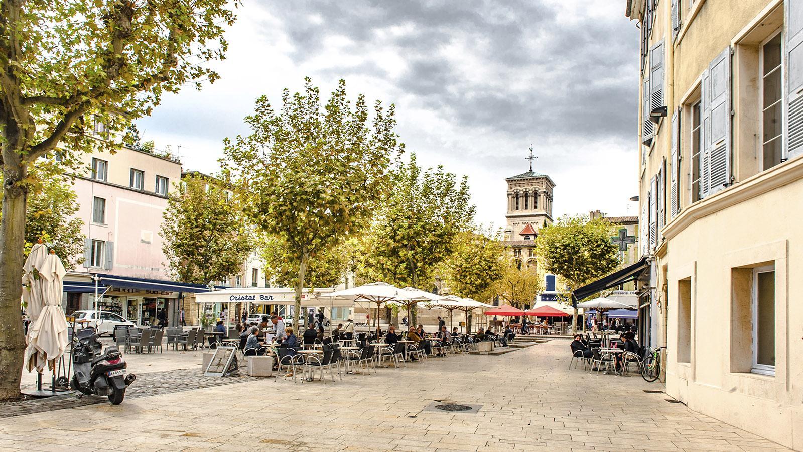Valence: Cathédrale Saint-Apollinaire und Place des Ormeaux. Foto: Hilke Maunder