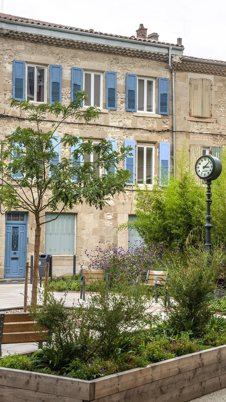 Valence: Idyllisch und einsam: ein Platz in der Altstadt von Valence. Foto: Hilke Maunder