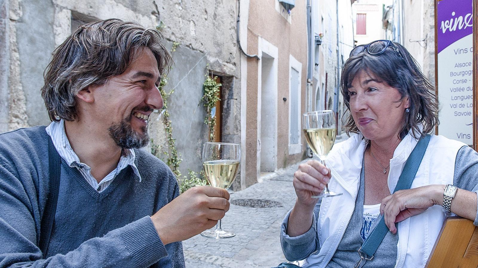 Olivier Fidenti und Claudia Albrecht in der Weinbar VinScene von Viviers. Foto: Hilke Maunder