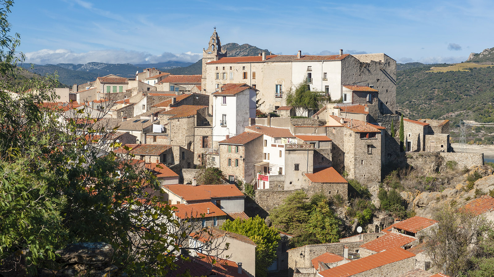 Fenouillèdes: Blick auf Caramany. Foto: Hilke Maunder
