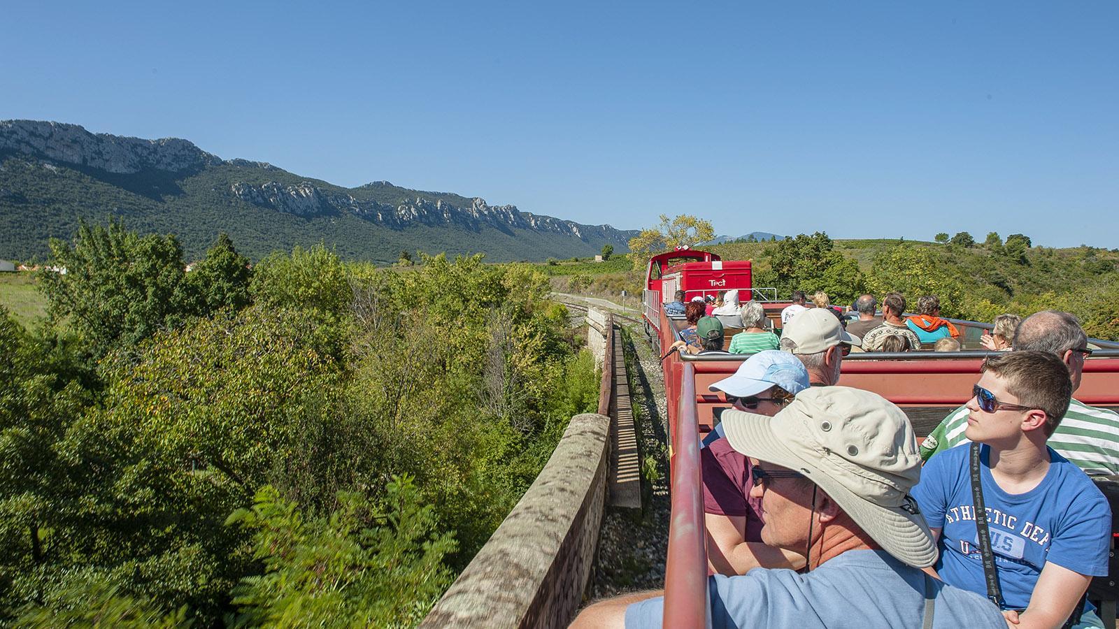 Der Zug des Fenouillèdes: le train rouge – im Sommer mit offenen Wagen! Foto: Hilke Maunder