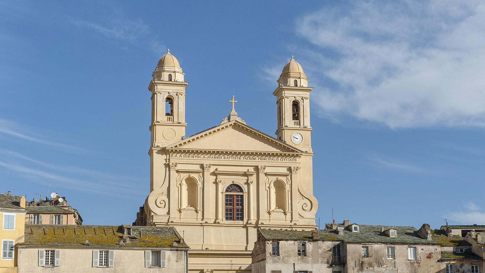 Bastia: Die Église Saint-Jean-Baptiste überragt die Altstadt und den Vieux-Port. Foto: Hilke Maunder