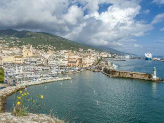 Bastia: Blick von der Zitadelle auf Stadt und Hafen. Foto: Hilke Maunder