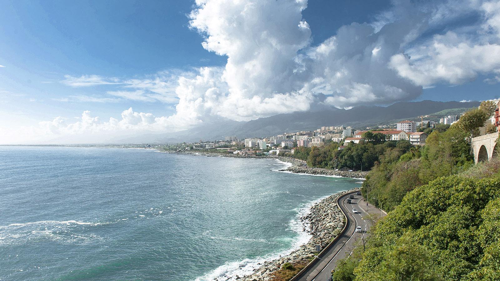 Bastia: Blick von der Zitadelle auf die Küste. Foto: Hilke Maunder