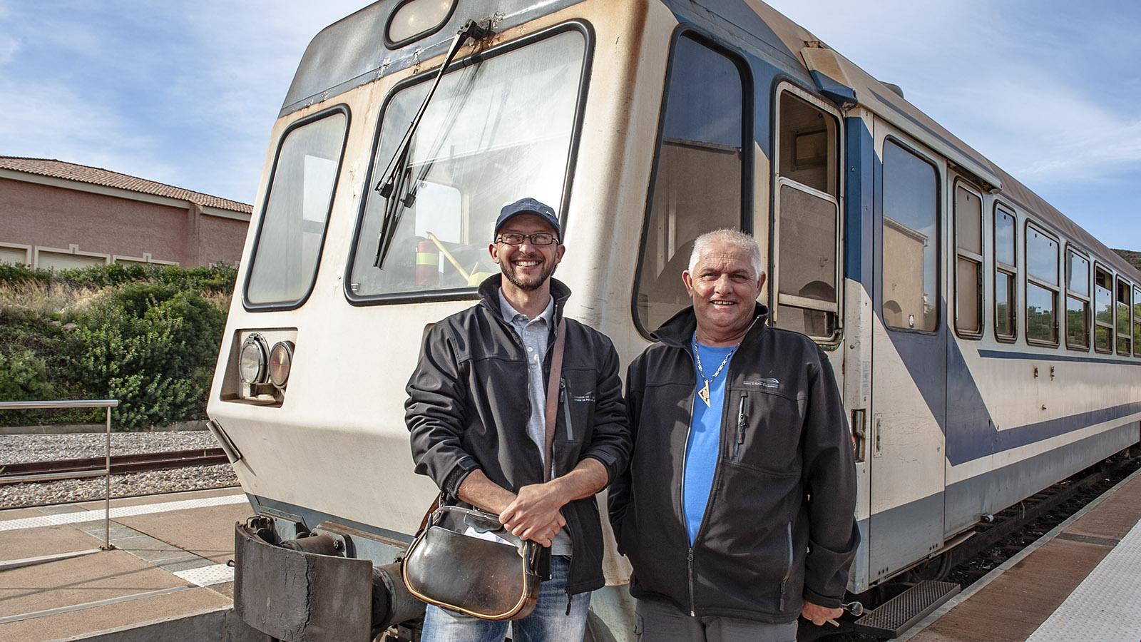 Trinighellu: Das Zugteam: ein Schaffner und ein Lokführer. Foto: Hilke Maunder