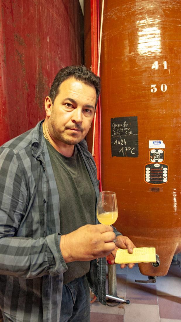 Raphaël Pommier im Weinkeller von Notre-Dame-de-Cousignac. Foto: Hilke Maunder