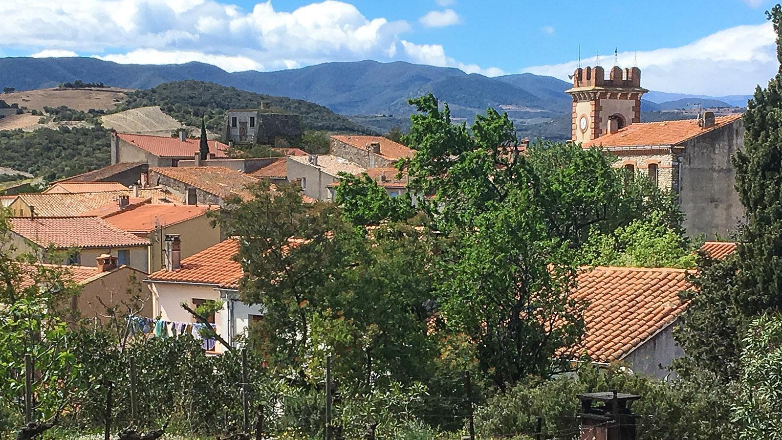 Der Blick auf Planèzes von der Kirche aus. Foto: Hilke Maunder