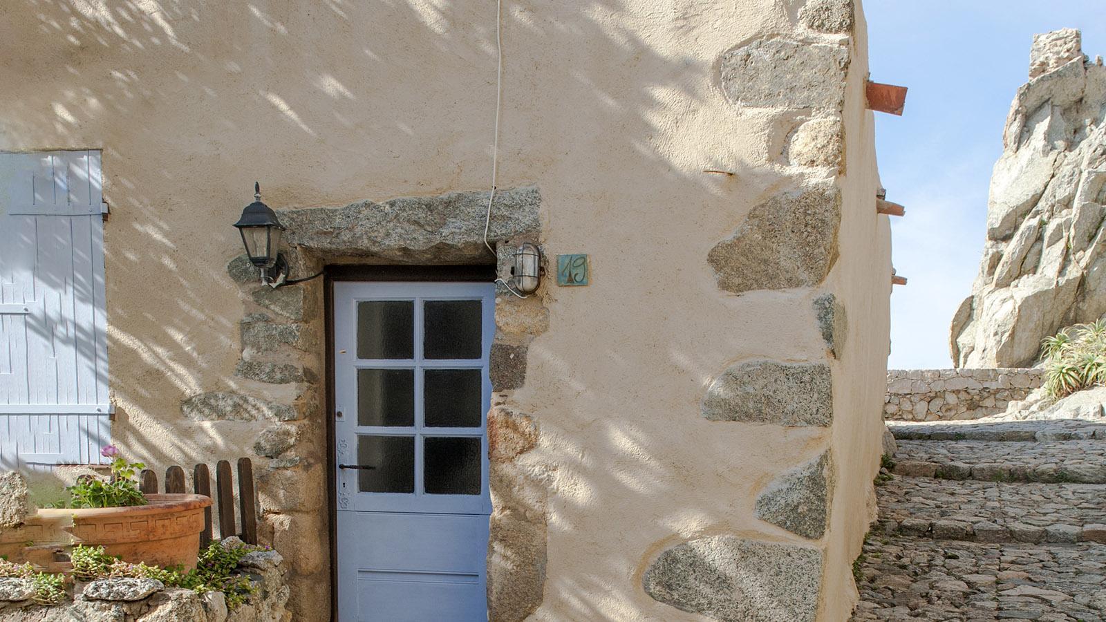 In Sant'Antonino geht es beständig bergauf und bergab. Foto: Hilke Maunder