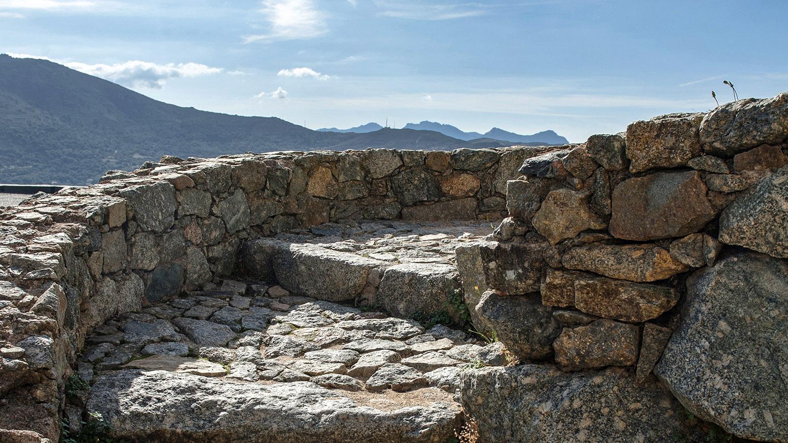 Sant-Antonino: Die letzten Schritte hinauf zur Hügelspitze. Foto: Hilke Maunder