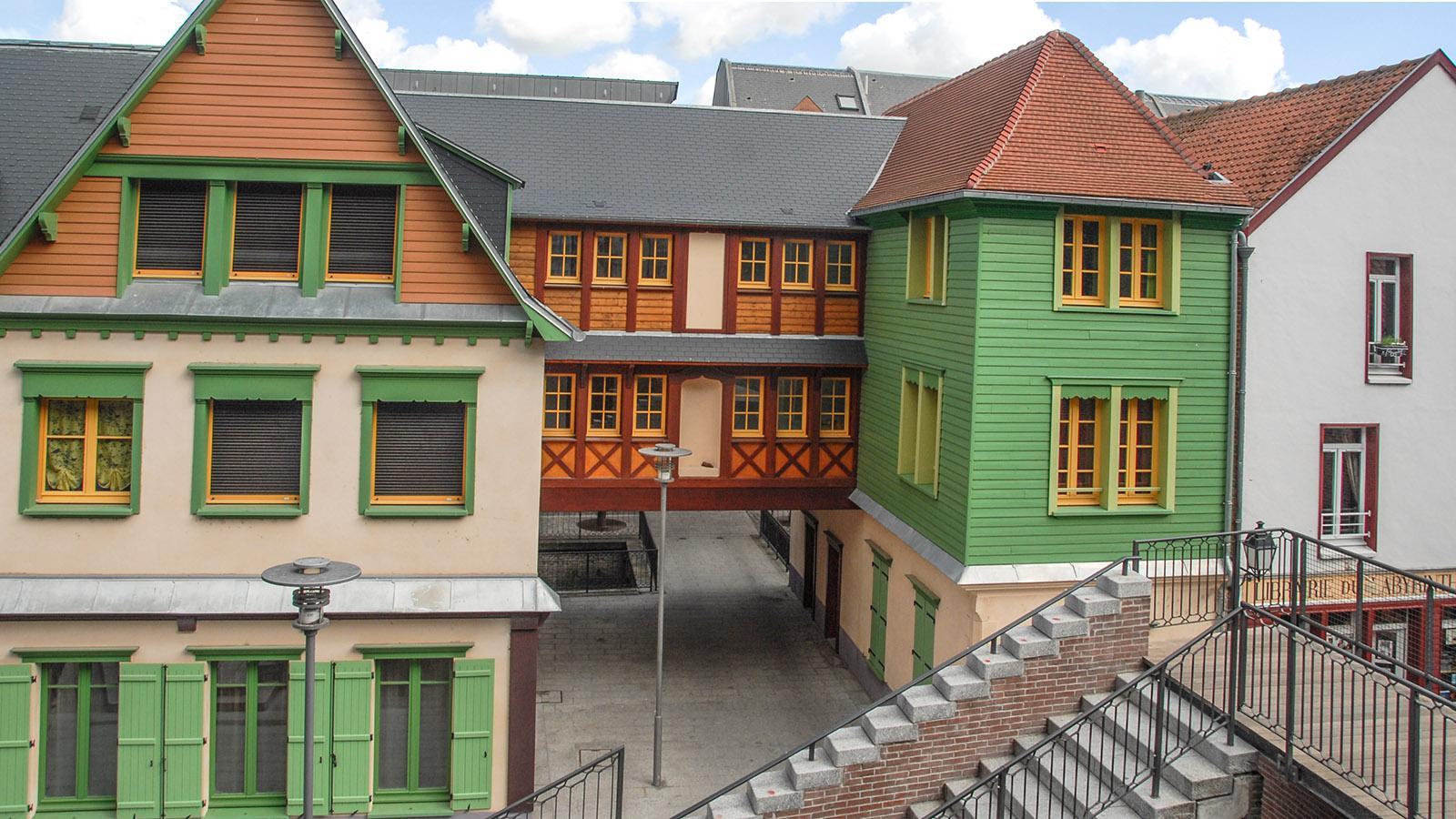 Amiens: Die modernen Studentenwohnungen hinter der Kathedrale zitieren die historische Bauweise. Foto: Hilke Maunder