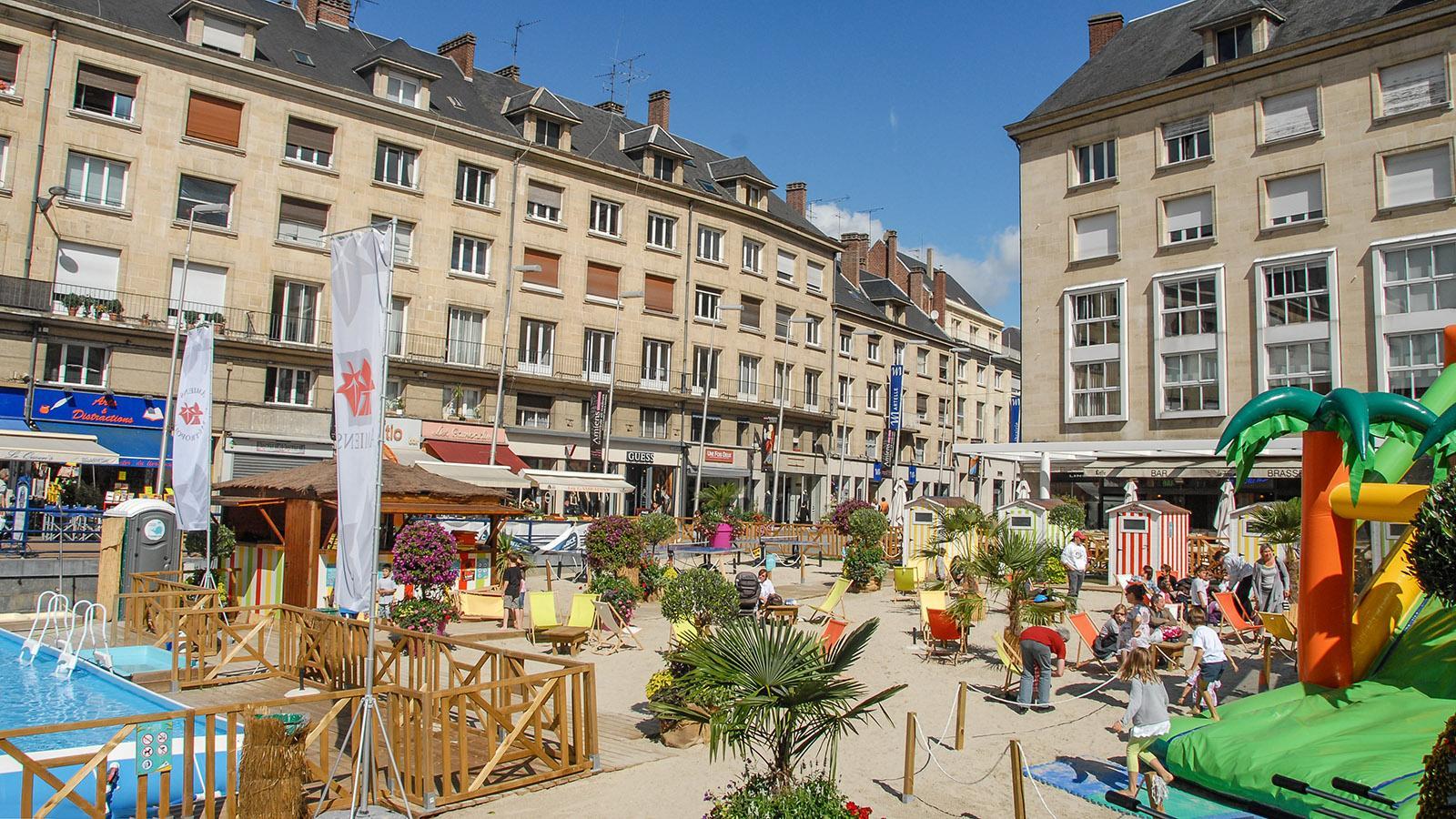 Im Sommer verwandelt sich Amiens in Amiens-les-Bains - mit einem Strandbad im Herzen der Stadt (Juli/August). Foto: Hilke Maunder