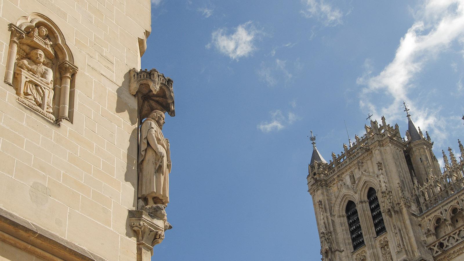 Amiens: Fassadenschmuck an der Maison du Pélérin gegenüber von der Kathedrale. Foto: Hilke Maunder
