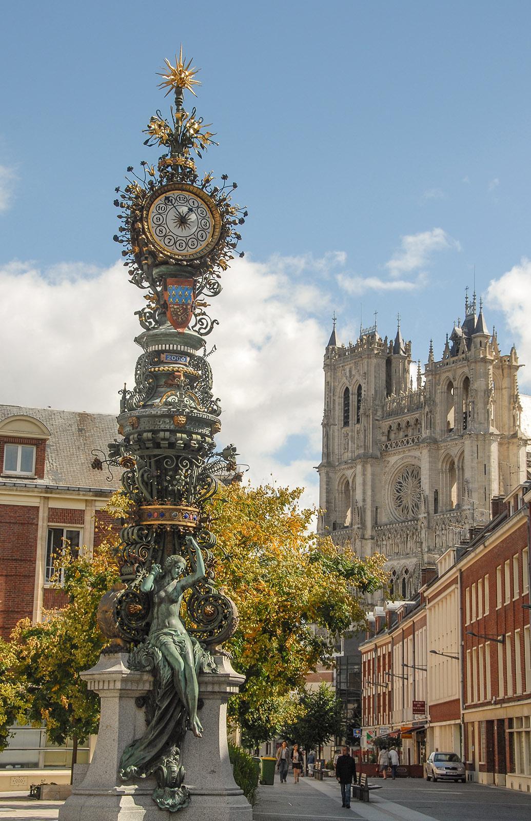 Amiens: Die Horloge Dewailly mit der Kathedrale im Hintergrund. Foto: Hilke Maunder
