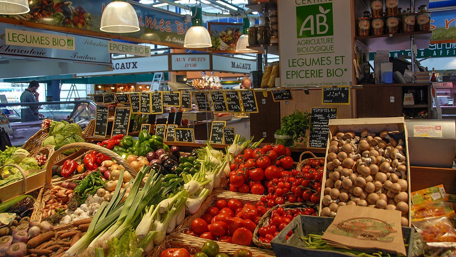 Amiens: ein Obst- und Gemüselhändler der Halles du Beffroi. Foto: Hilke Maunder