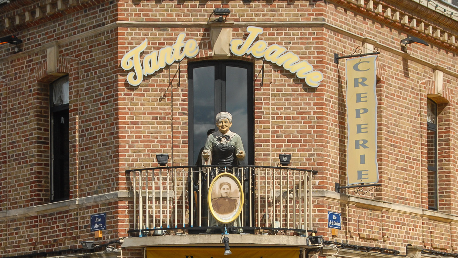 Tante Jeanne, ein beliebtes Terrassenlokal im Saint-Leu Viertel. Foto: Hilke Maunder