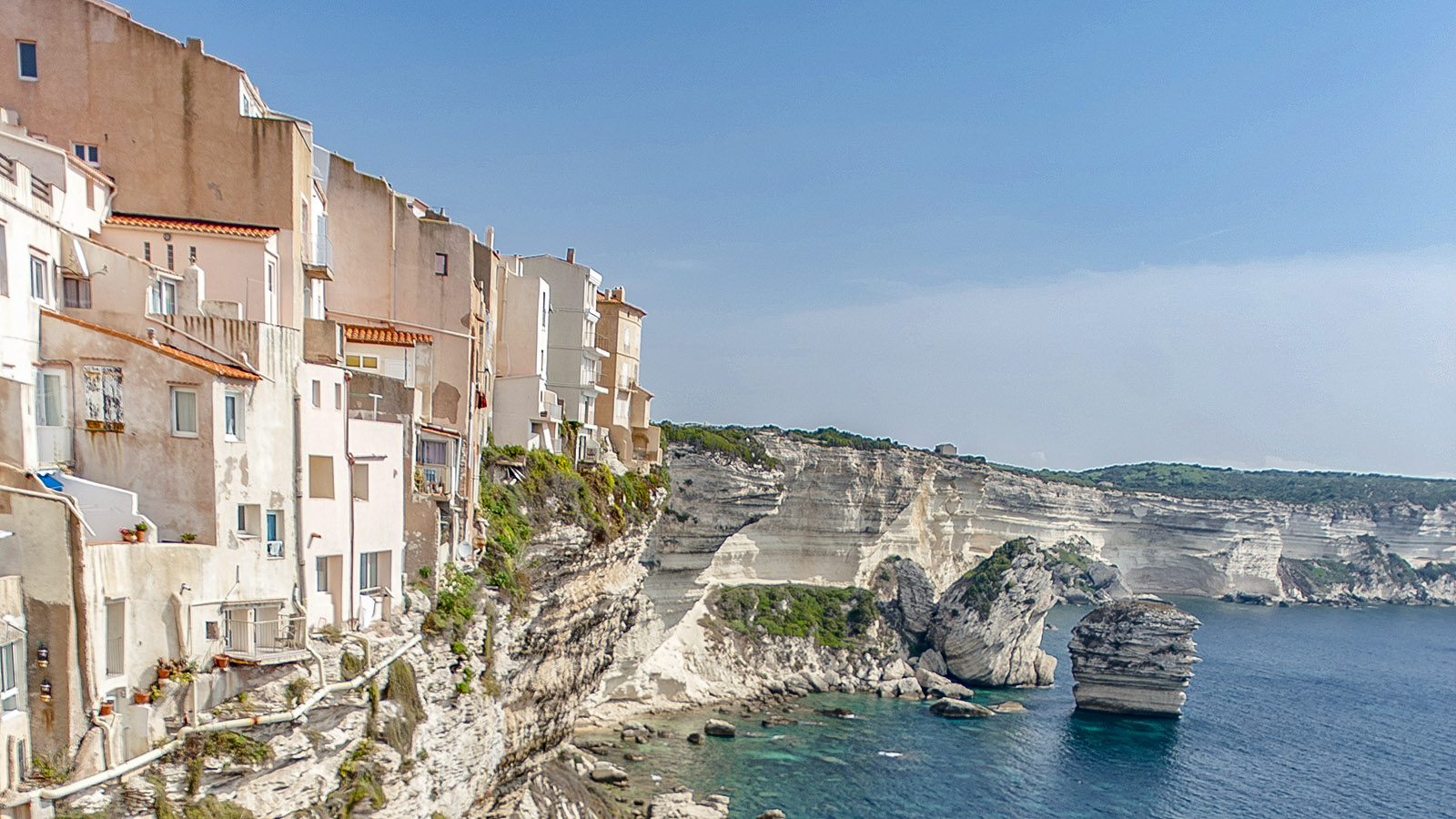 Bonifacio thront hoch auf den Kreideklippen der Südspitze Korsikas. Foto: Hilke Maunder