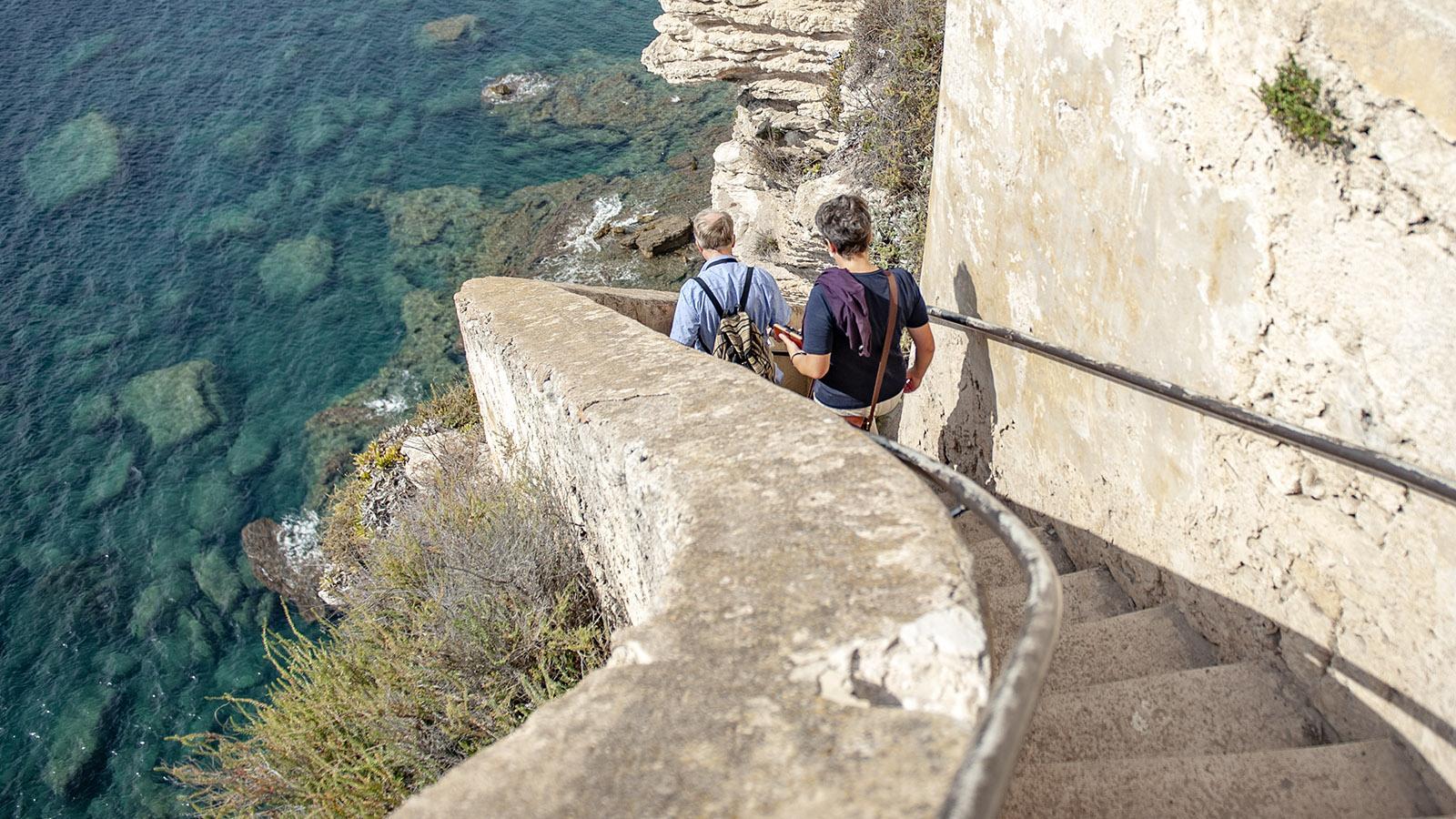 Bonifacio: Steiler Steig an der Klippe: die Escalier d'Aragon. Foto: Hilke Maunder