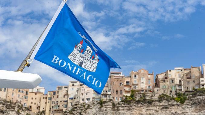 Die Altstadt von Bonifacio erstreckt sich in schwindelnder Höhe auf den Klippen. Foto: Hilke Maunder