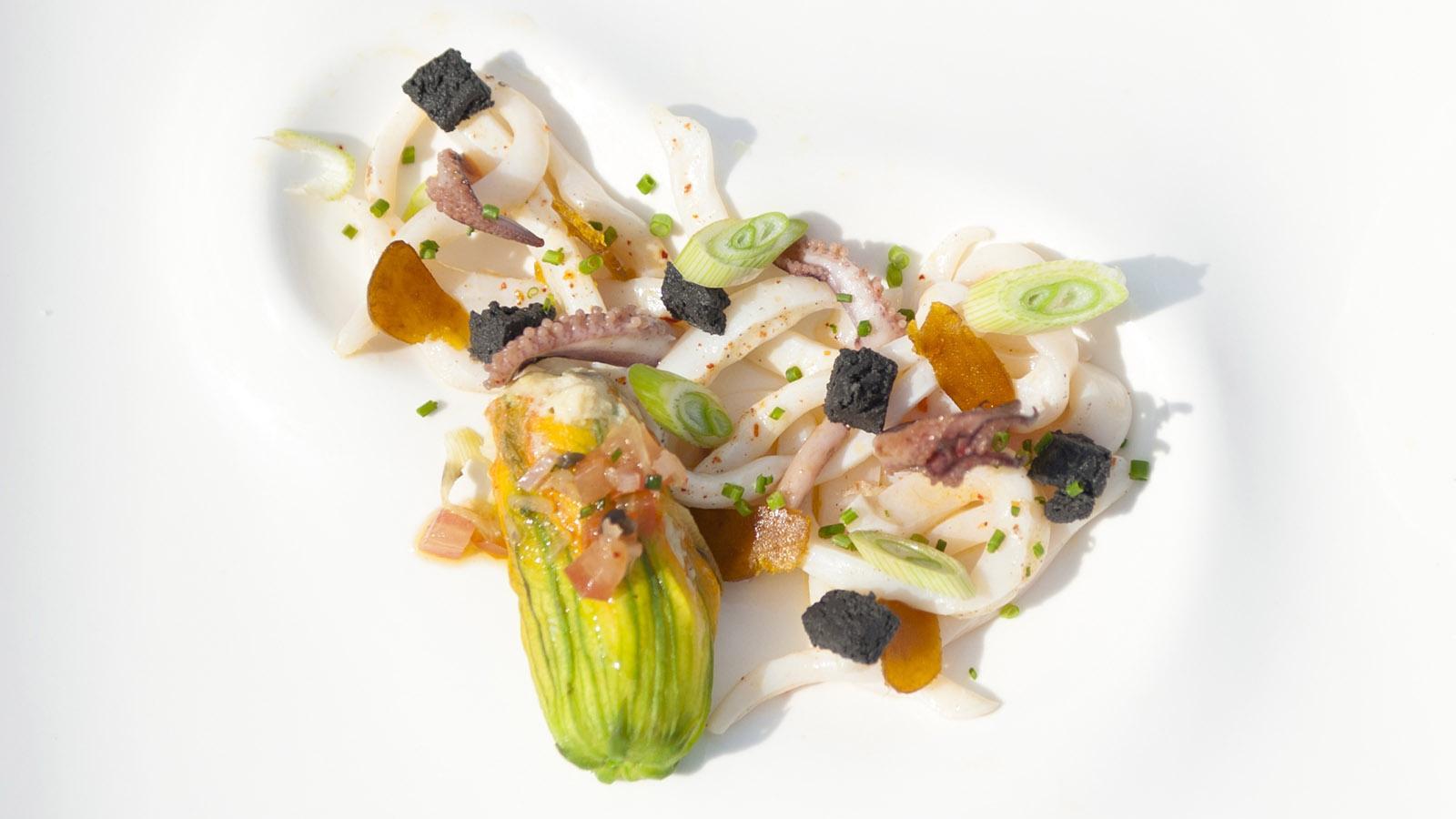 Bonifacio: Pulpo, köstlich wie sinnlich präsentiert vom Restaurant Le Voilier direkt am Kai. Foto: Hilke Maunder