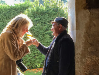 Gers: Hilke Maunder im Gespräch mit Francis Deche vom Château Millet. Foto: Hilke Maunder