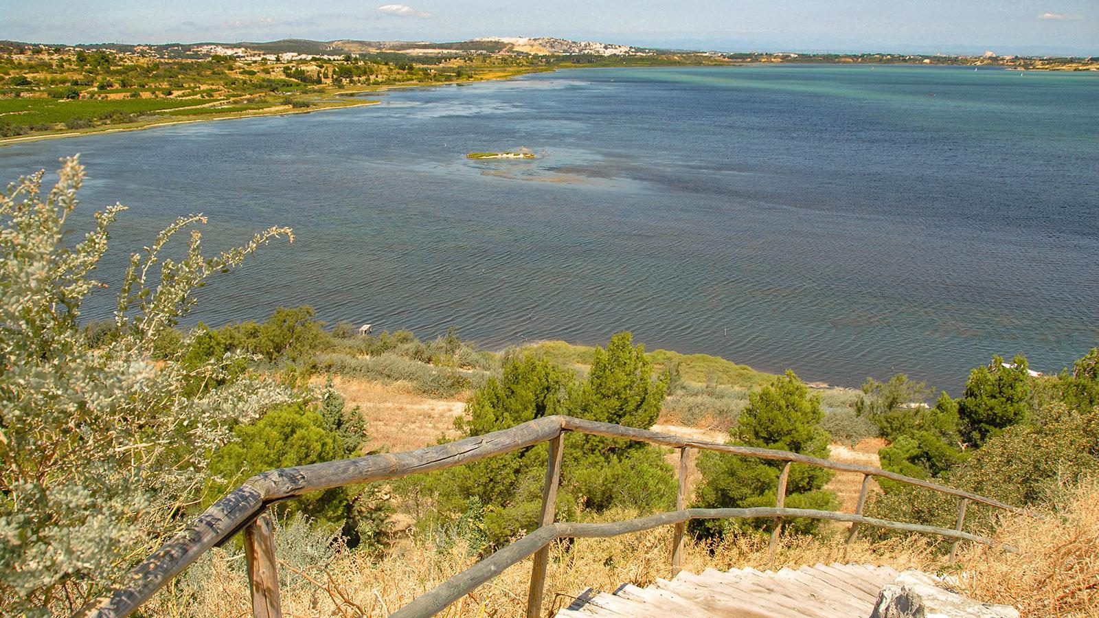 Blick auf den Étang de Bages vom Felskegel des Fischerortes. Foto: Hilke Maunder