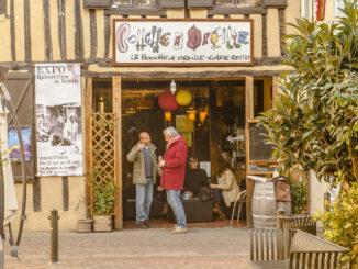 Simorre: der Eingang zum Bouche à l'Oreille. Foto: Hilke Maunder