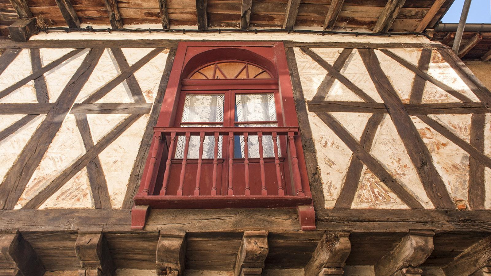 In Simorre sind die ersten Fachwerkhäuser liebevoll restauriert. Foto: Hilke Maunder