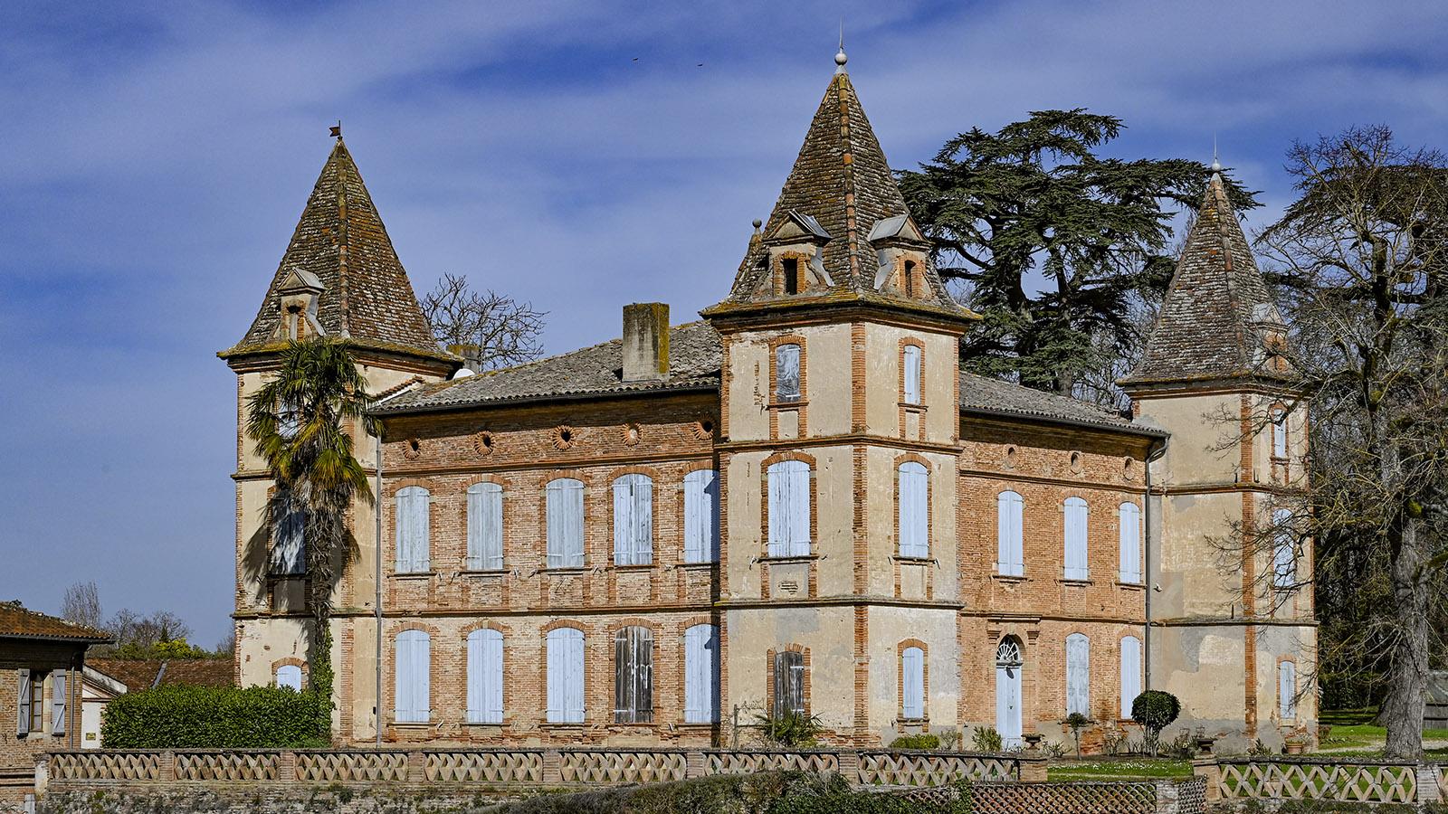 Giroussens: Am 16. Dezember 1896 wurde auf dem Château de Belbeze die Bildhauerin Lucie Bouniol geboren. Ihr zu Ehren wurde ein Nebengebäude des Schlosses in ein Kunstzentrum umgewandelt, das ihren Namen trägt. Foto: Hilke Maunder