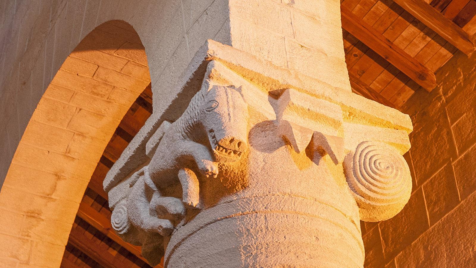 Saint-Florent: Skulpturenschmuck im Dom des Nebbio. Foto: Hilke Maunder
