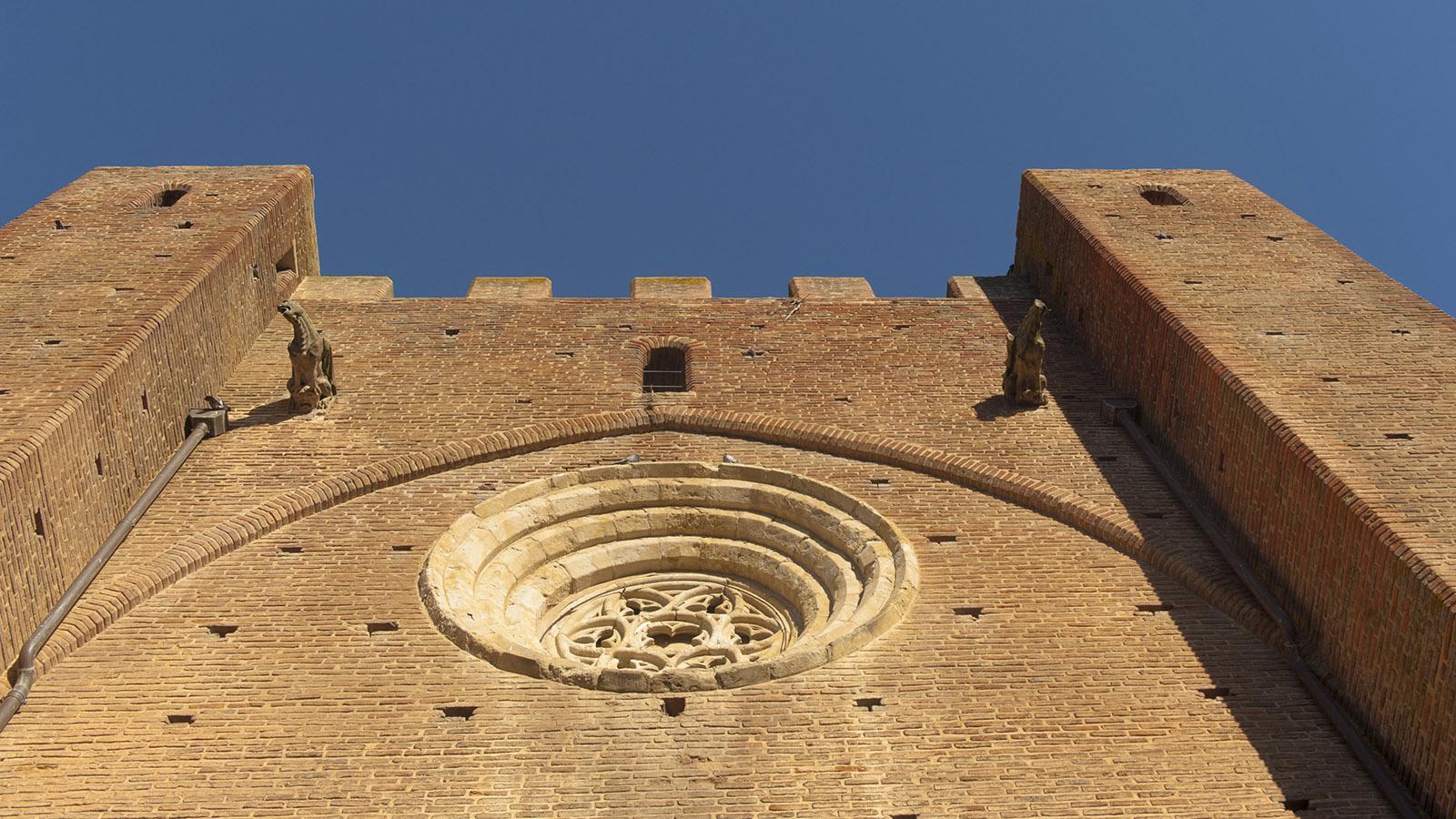 Simorre: die Westfassade der Kirche. Foto: Hilke Maunder