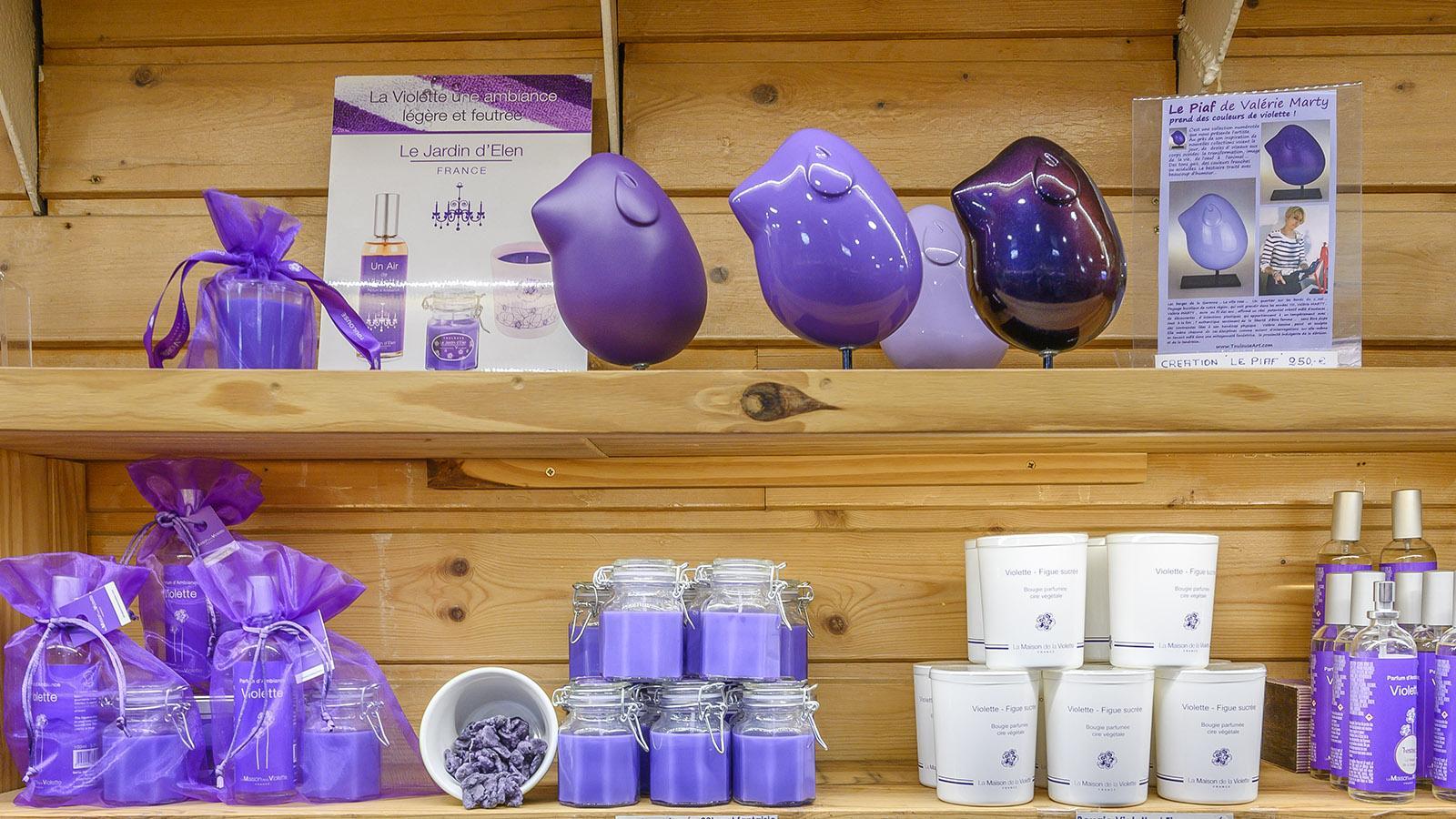 Maison de la Violette: Auch Keramik und Kerzen gehören zum Angebot. Foto: Hilke Maunder