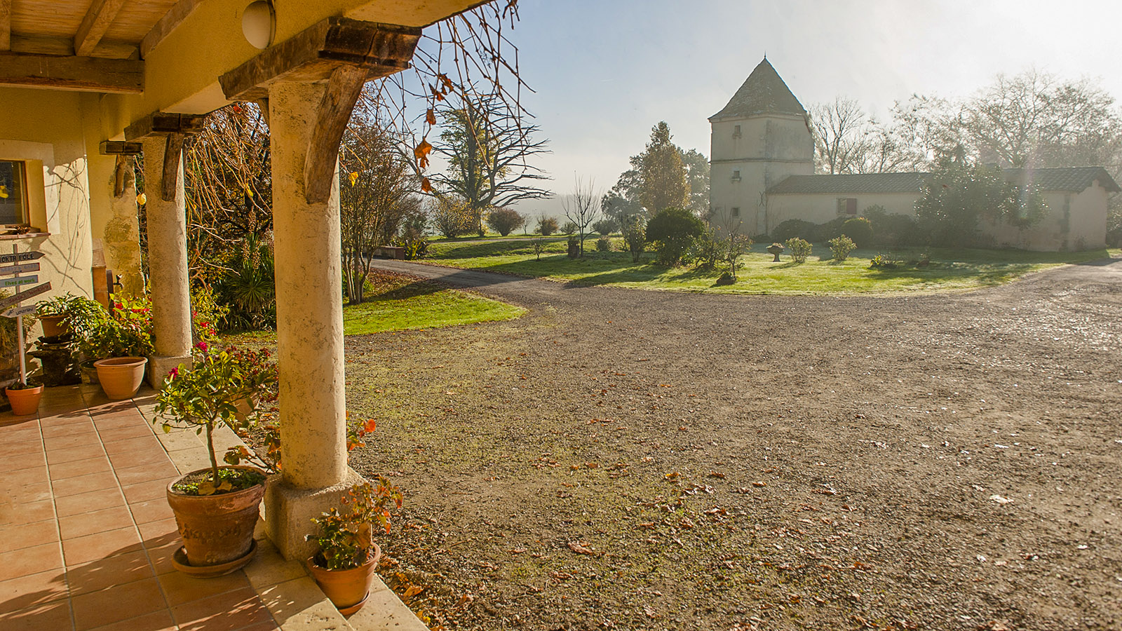 Château de Millet. Der einstige Taubenturm dient heute als Gîte. Foto: Hilke Maunder