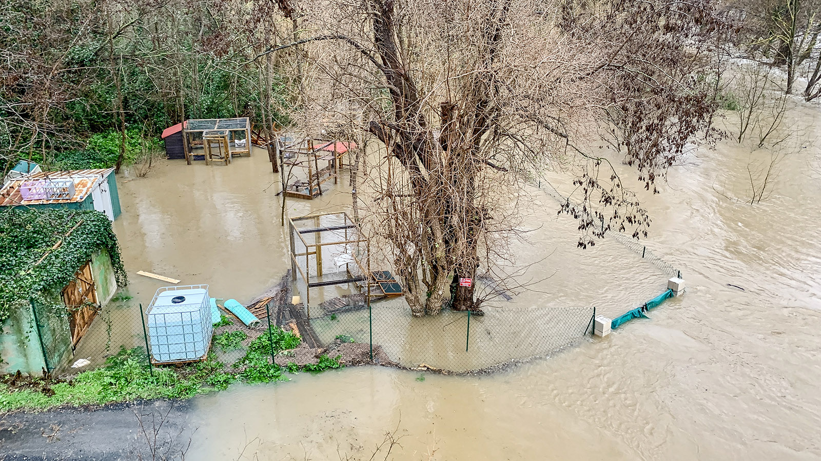 Estagel: Der Agly hat die Kleingärten überschwemmt. Foto: Hilke Maunder