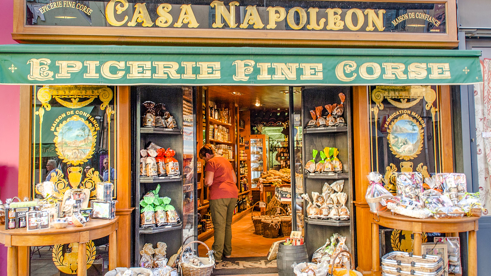 """""""Casa Napoleon"""" nennt sich das berühmte Feinkostgeschäft von Ajaccio. Foto: Hilke Maunder"""