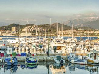 Ajaccio: Sportboothafen Tino Rossi. Foto: Hilke Maunder