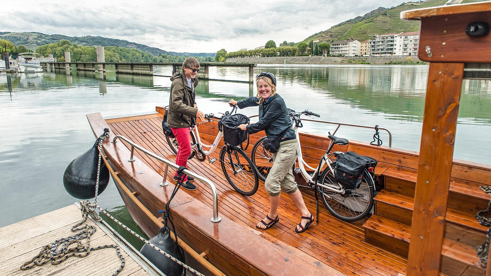Tournon: Les Canotiers nehmen auch Fahrräder mit! Foto: Hilke Maunder