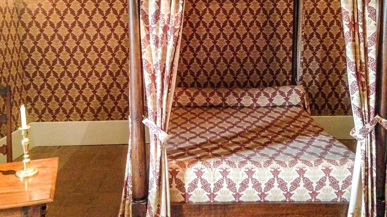 Tournon: das Bett von Helene von Tournon. Foto: Hilke Maunder