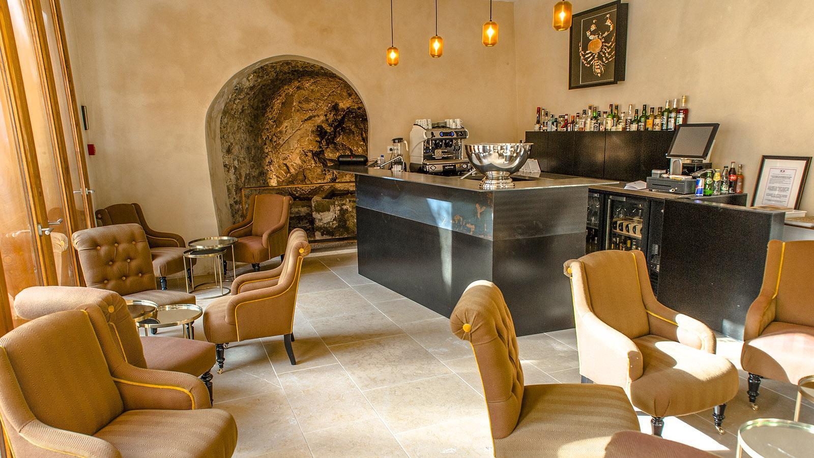 Tournon: Die Bar des Hôtel de la Villeon. Foto: Hilke Maunder