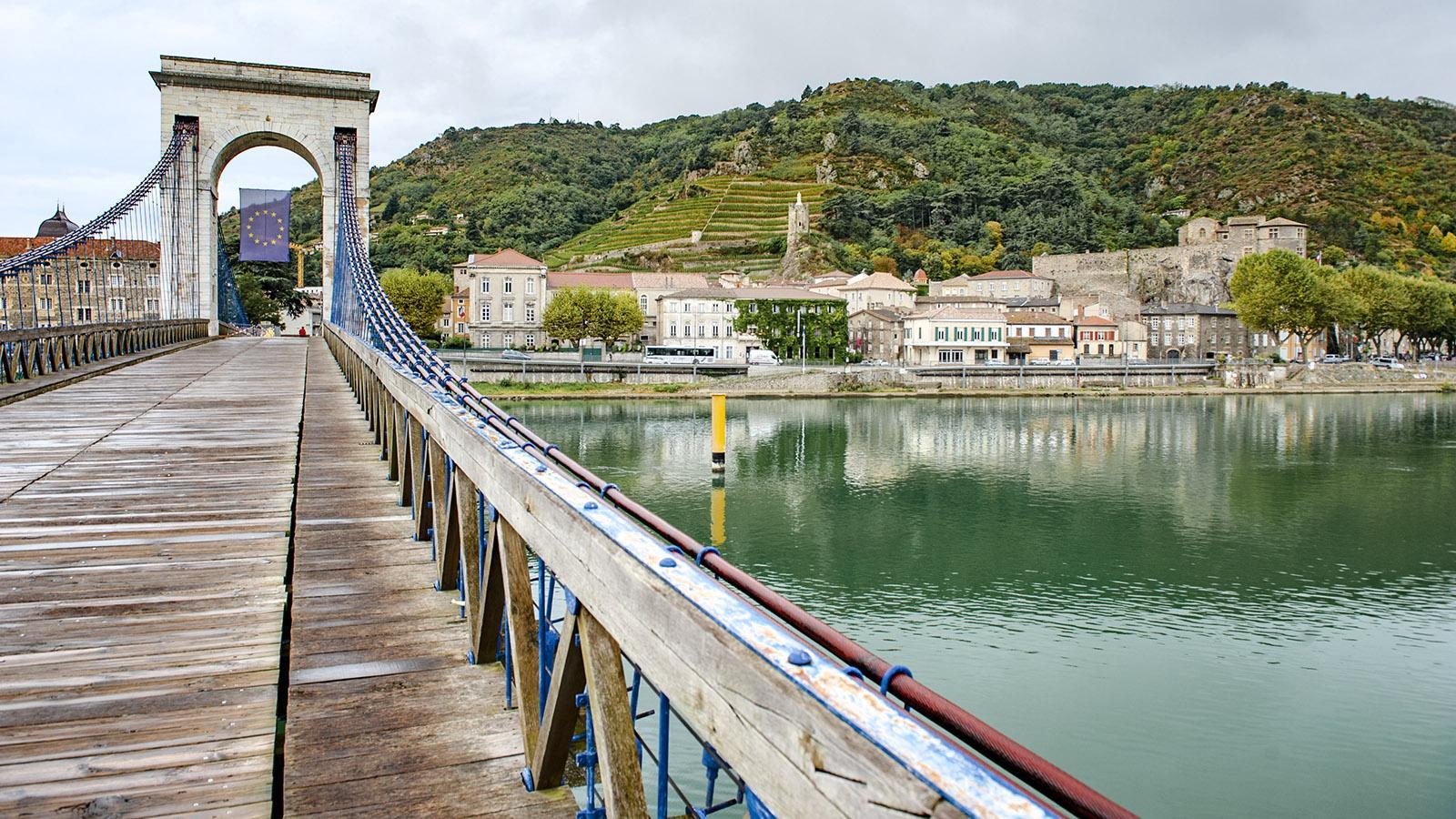 Blick vom Pont Marc Séguin auf Tournon. Foto: Hilke Maunder