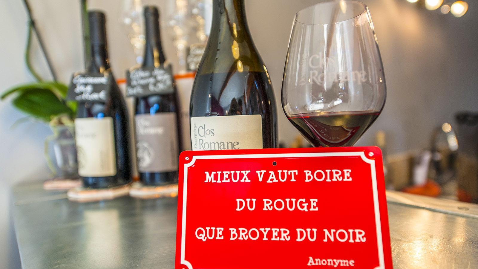 Côtes du Rhône: Sinnspruch bei der Kellerei Cairanne. Foto: Hilke Maunder!