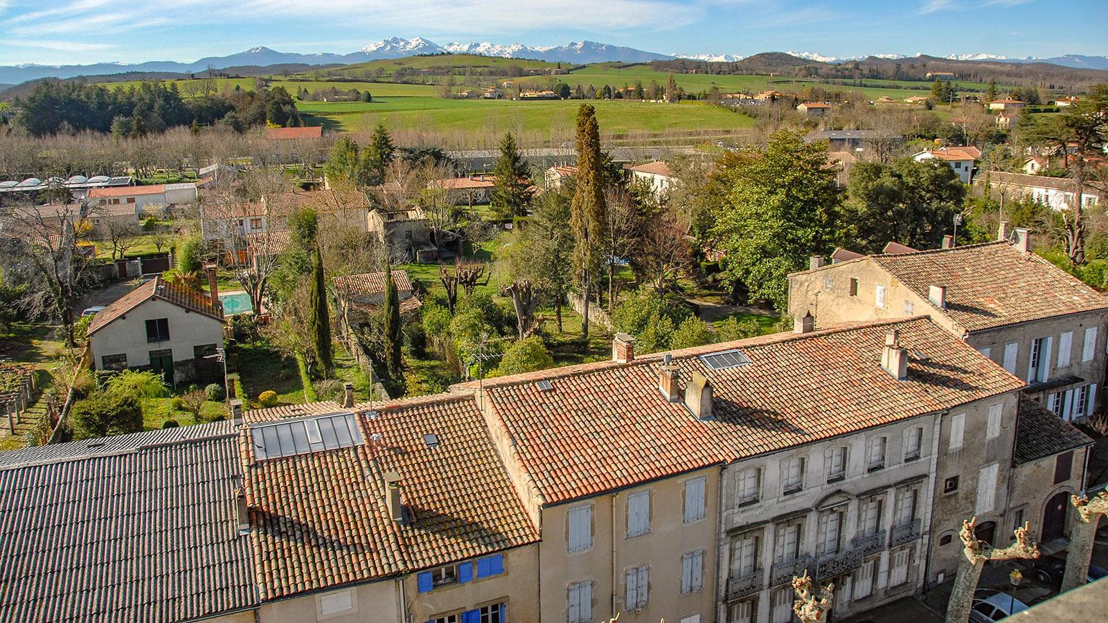 Mirepoix: Vom Kirchturm aus seht ihr die Pyrenäen! Foto: Hilke Maunder