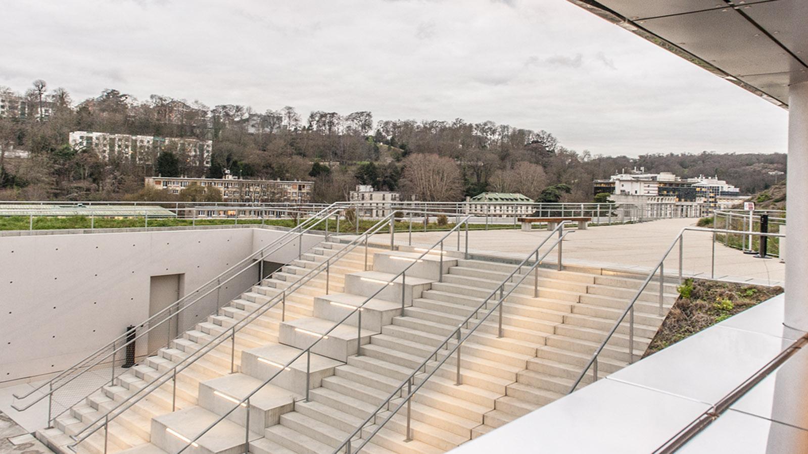 Die Freitreppe zur Dachterrasse der Seine Musicale. Foto: Hilke Maunder