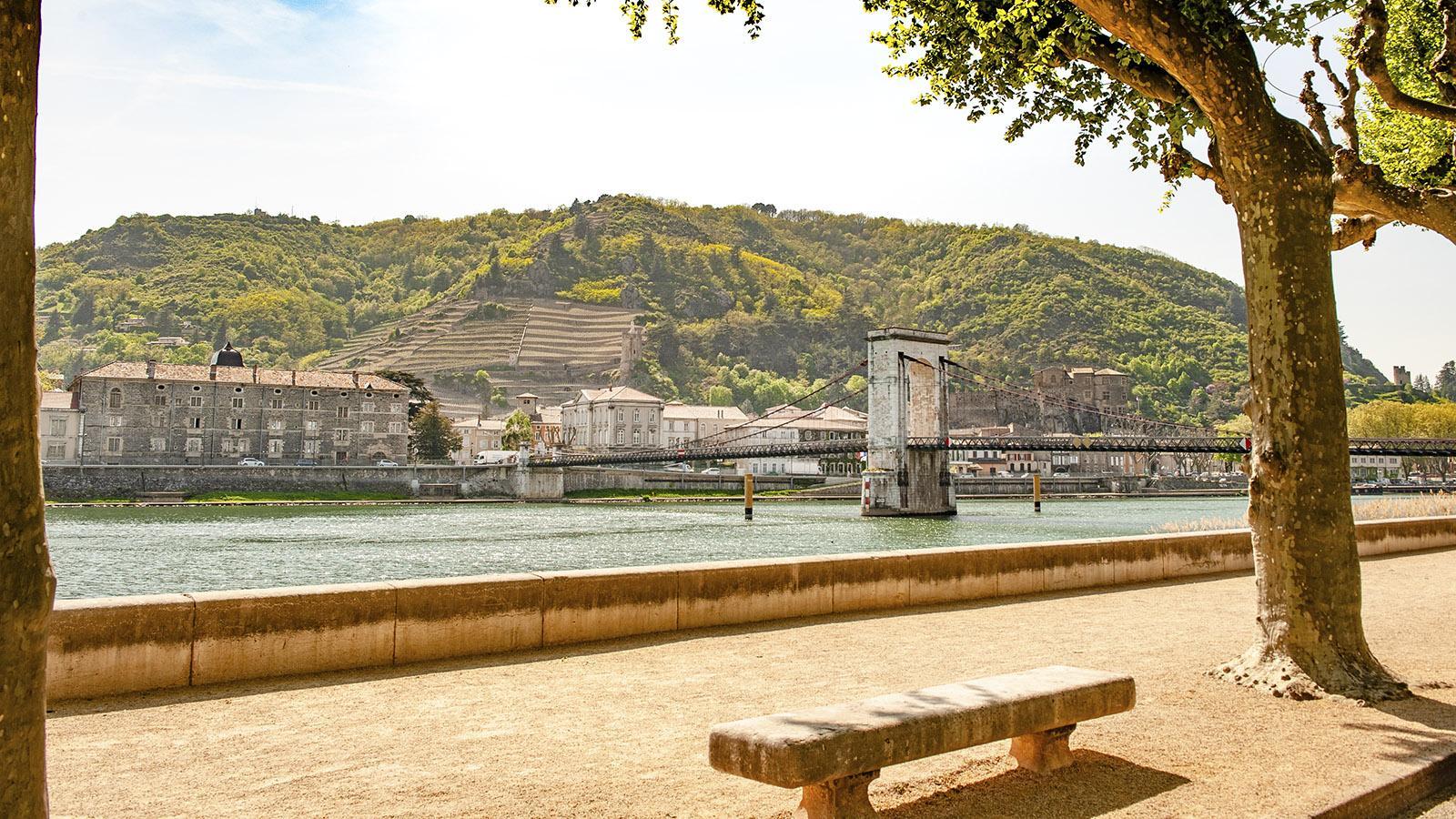 Blick von Tain-l'Hermitage über die Rhône nach Tournon. Hilke Maunder