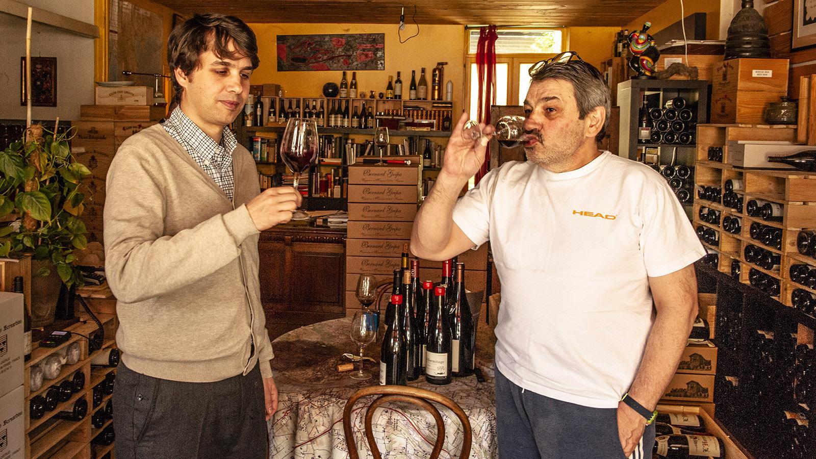 Georges Lelektsoglou und Sohn beim Verkosten ihrer Weine. Foto: Hi