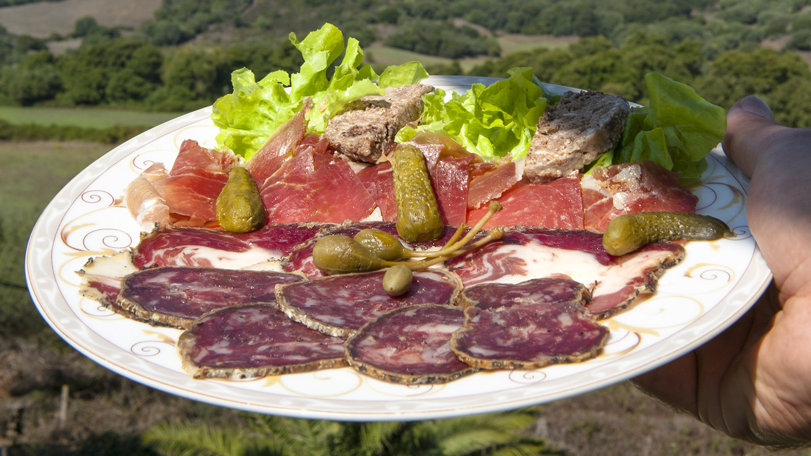 Charcuterie Corse, serviert von der Auberge San Ghjuvani im Baracci-Tal. Foto: Hilke Maunder